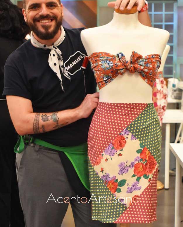 Manuel con su diseño en patchwork o almazuelas en la prueba eliminatoria de Aguja Flamenca