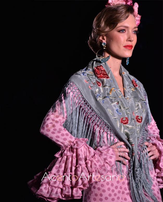 Detalles de las mangas flamencas de uno de los diseños de Carmen Acedo