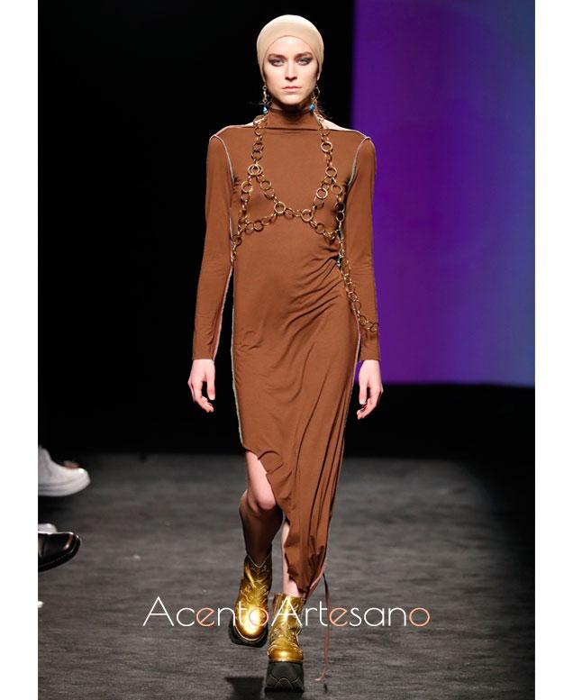 Vestido marrón de largo asimétrico de Coconutscankill