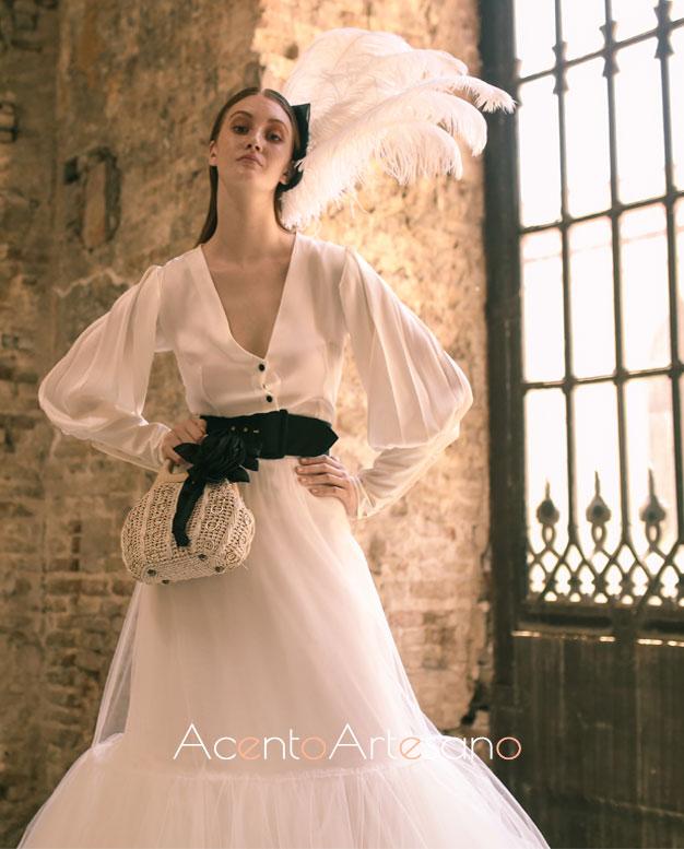 Vestido de novia con vuelo de tul y cinturón negro de José Galváñ para SIQ, Handcraft & Fashion