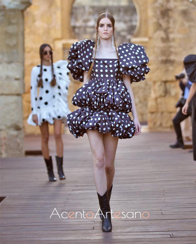 Vestido de lunares con volantes abullonados de Juana Martín