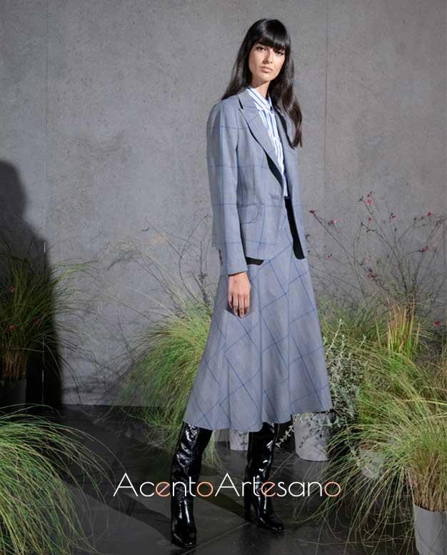 Traje de chaqueta con falda de capa de largo midi de Roberto Verino