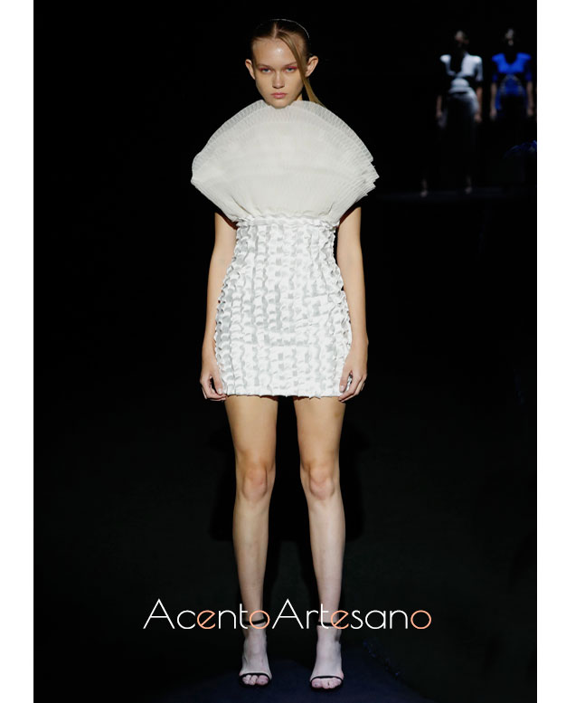 Vestido mini en blanco de Fernando Claro