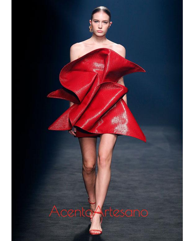 Vestido rojo de Isabel Sanchís en MBFWMadrid