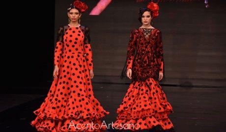 Ángeles Espinar y Mof&Art en Los Arcos porque 'Sevilla te espera vestida de flamenca'