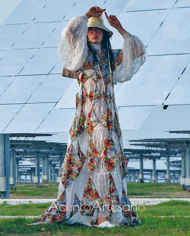 Vestido de mangas corsario con sobre vestido calado en forma de rombos de Palomo Spain