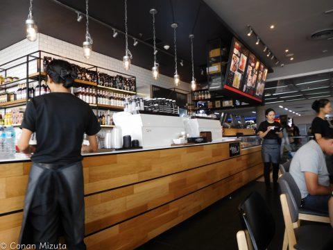 The Coffee Club。オーストラリアのチェーンらしい。タイなのに日本並みの金額。