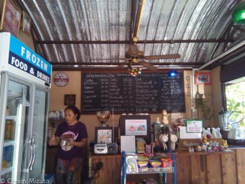 Nangtawan Home Coffee。家と庭で美容室とカフェを経営。