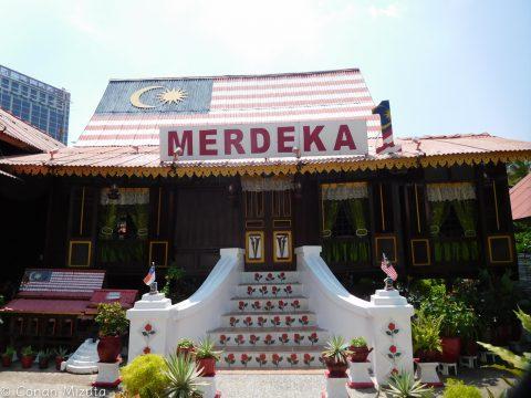 Merdeka Dayに向けてデコレーションされた家