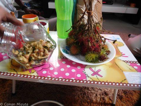 お菓子とランブータン
