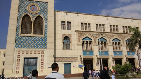 カイロの駅(ラムセス駅)外観。Google Mapsではなぜかエジプト駅と表示される。