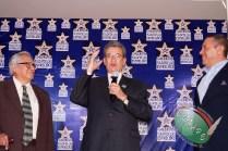 RAFAEL LORET DE MOLA PLASMÓ SUS HUELLAS EN GALERIA DE LAS ESTRELLAS (88)