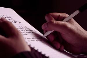 Adrián-Cubero-el-tico-que-viaja-a-través-de-la-escritura-5