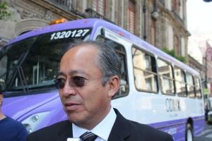 El director de Autobuses Troncales Lomas (Atrolsa), José Luis Pérez Romero, solicitó la intervención de la Semovi en este conflicto para no generar enfrentamientos entre transportistas.