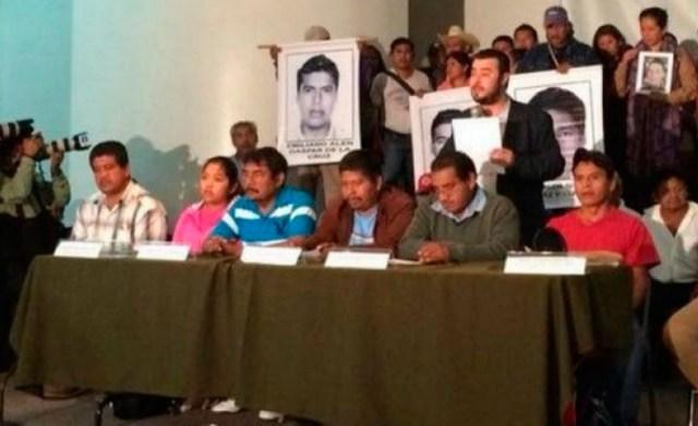 De-Coahuila-a-Guerrero…-Las-Miles-de-Desaparecidas-Personas-y-los-Padres-de-AYOTZINAPA-2