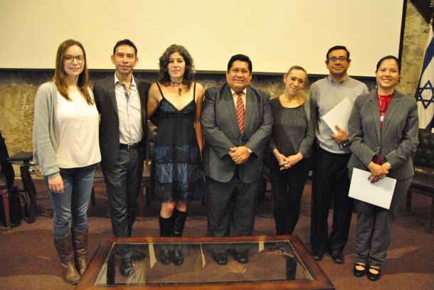 """Los participantes en la interesante mesa sobre """"Educación, arte y cultura: educación integral"""", en el Salón de Actos Baltazar Muñoz Lumbier de la UAEH."""