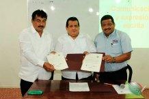 Firman-convenio-de-colaboración-CONAPE-Internacional-y-Universidad-Alfa-y-Omega-4