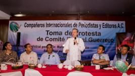 Rafael Loret de Mola habla durante la Toma de Protesta en Chilpancingo, Guerrero