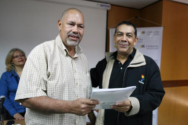 Conatel entregó habilitaciones y concesiones a medios alternativos en su sede principal de Caracas.