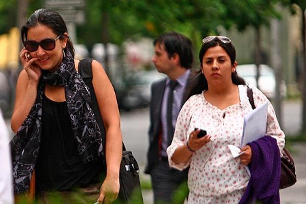 18 Diciembre 2012 Gente Hablando por Celular en Sector Rosario Norte. Gente Hablando por Celular