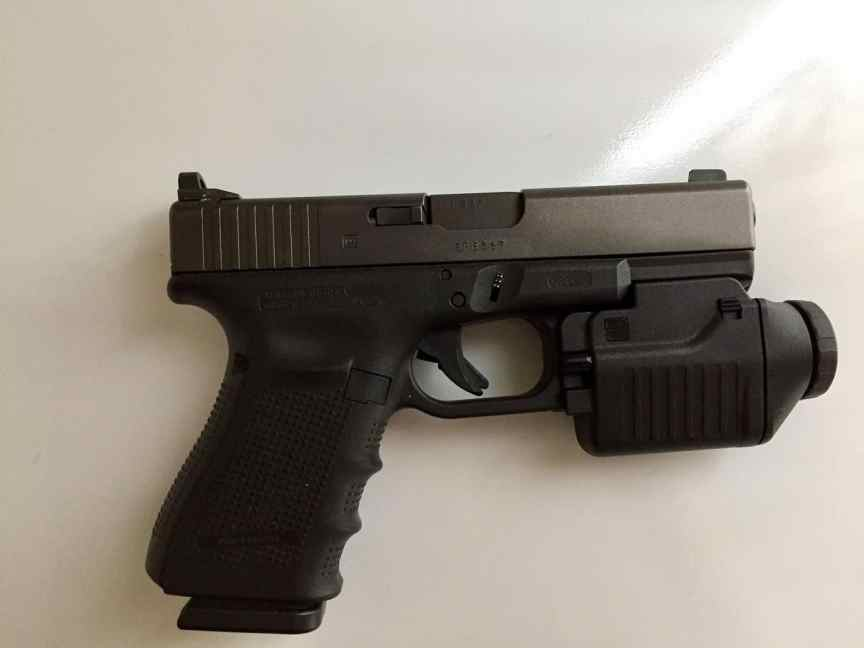 Glock 19 tactical light