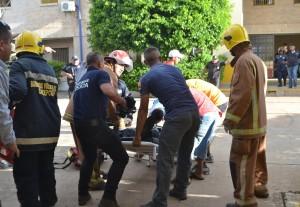 Herido. El guardia Luis Aveiro, apuñalado por reos, está internado en el Hospital de Trauma.