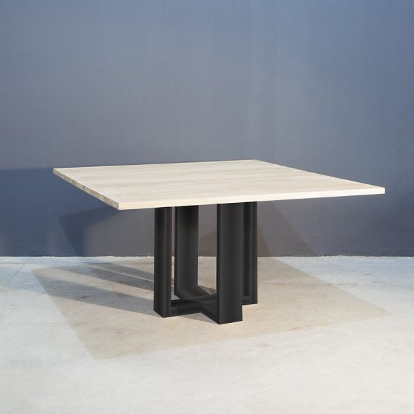 Vierkant eettafel met industrieel zwart staal  Concept Table