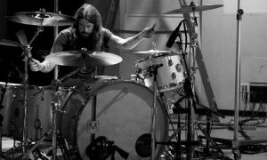 """Dave Grohl Unveils """"Play"""""""