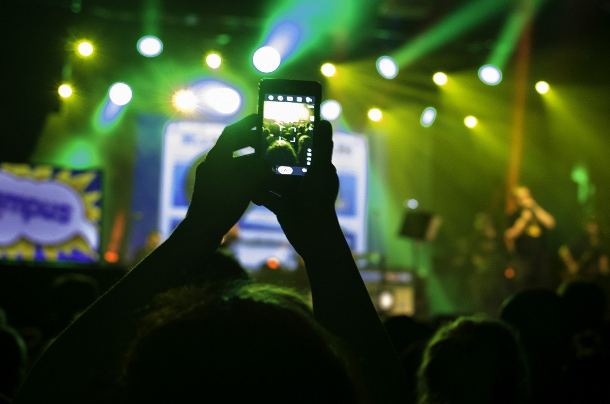 concert recording cell phone mobile 2020