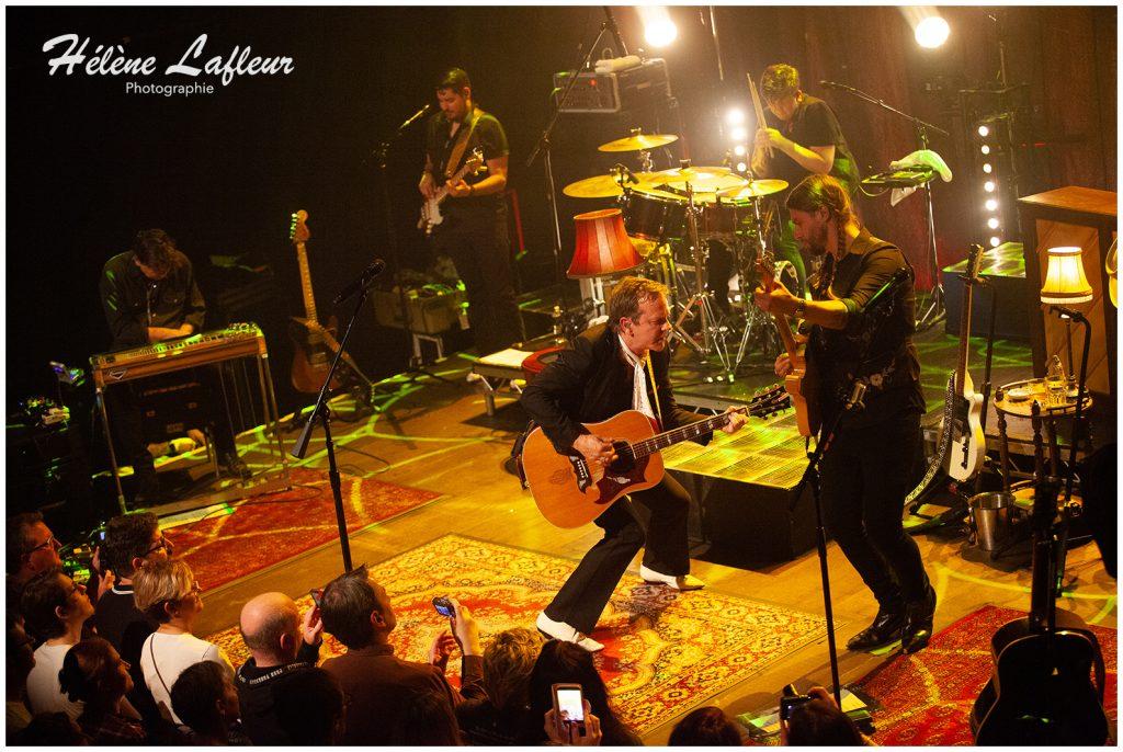 3.Kiefer Sutherland Caf%C3%A9 de la Danse 12102019 1024x686 - Kiefer Sutherland, le célèbre interprète de Jack Bauer dans 24H Chrono était en concert à Paris ce mois ci et on vous dit tout !