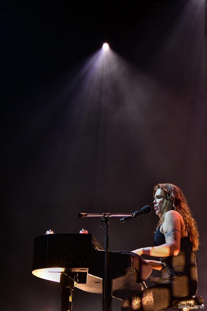 DSC 3828 2 1 - Beth Hart offre deux Olympia à son « War In My Mind » (1ère partie : Kris Barras Band)