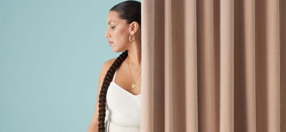 "Saskia.jpeg 1 scaled - Saskia de retour avec son nouveau single ""Dans ma tête"""