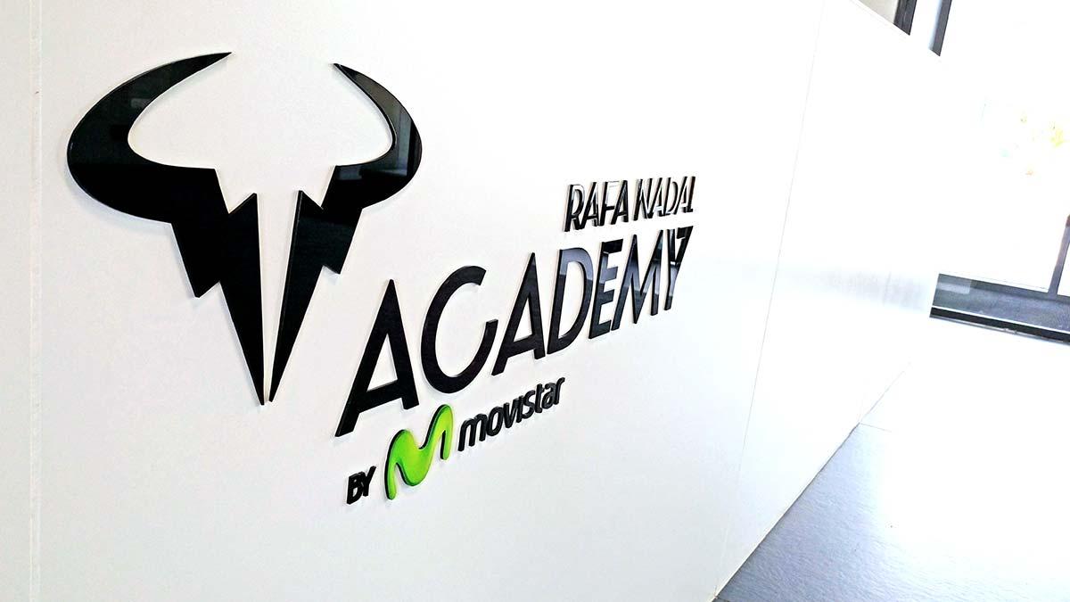 Letras corpóreas de metacrilato negro Rafa Nadal Academy