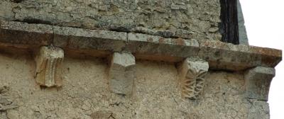 Canecillos prerrománicos del muro sur de la iglesia de Cicujano