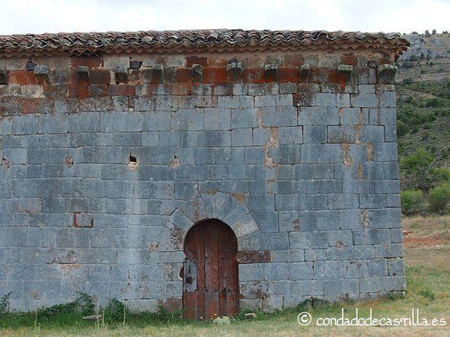 Detalle de la fachada norte y puerta de San Juan Bautista de Barbadillo del Mercado