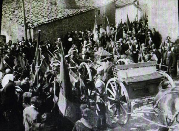 Procesión de los restos exhumados de los siete infantes de Lara en Salas de los Infantes (1924)