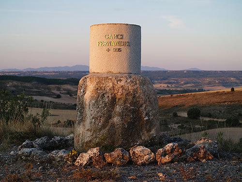 Monolito conmemorativo muerte García Fernández en Alcózar, colocado en julio de 2009.