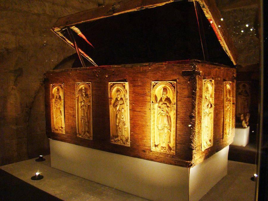 Arca de los Marfiles de San Isidoro de León