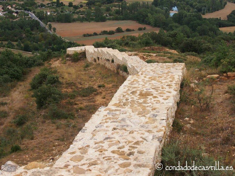 Lienzo de muralla que baja hacia Trespaderne