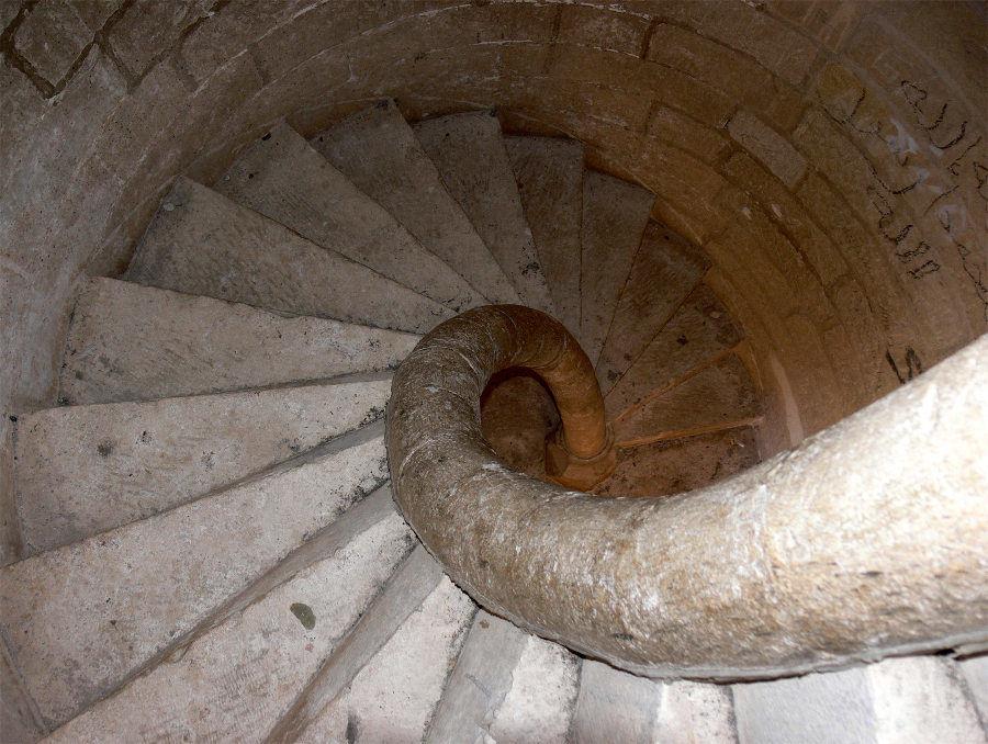 Escaleras de caracol en el arte prerrománico