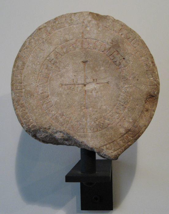 Estela funeraria siglo X de San Pedro de Valeránica