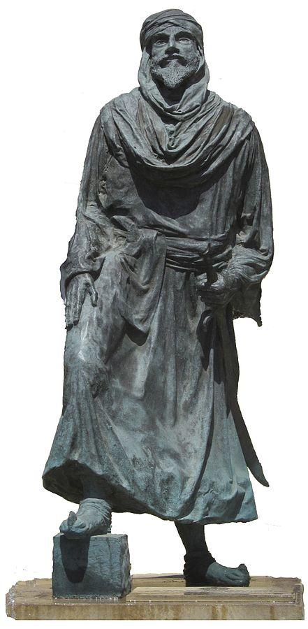 Estatua de Jayrán a los pies de la alcazaba de Almería