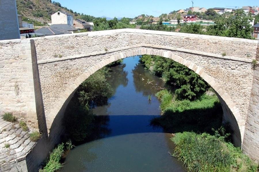 Puente Mascarón sobre el río Boeza en Ponferrada (León)