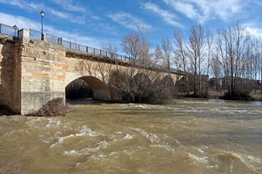 Puente sobre el río Esla en Mansilla de las Mulas (León)