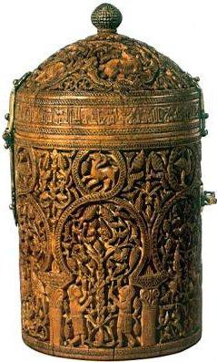 Bote de marfil de'Abd al-Malik en la catedral de Braga
