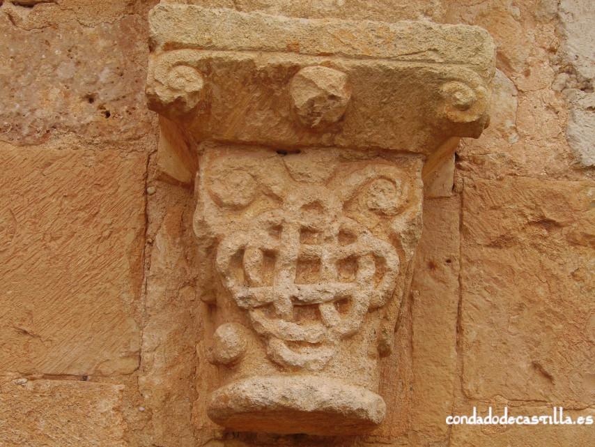 Capitel muro sur del ábside de la Ermita del Santo Cristo