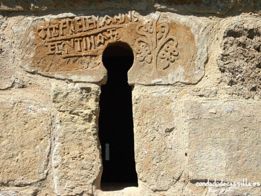 Ventana prerrománica e inscripción de fundación de la ermita de Santa Centola y Elena