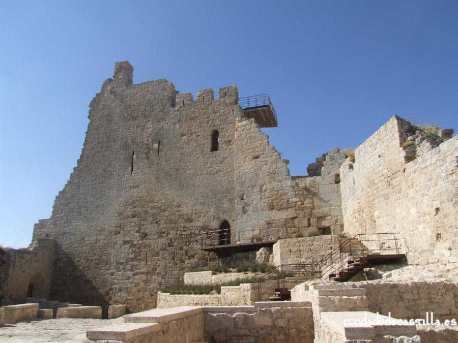 Castillo de Castrojeriz. patio de armas