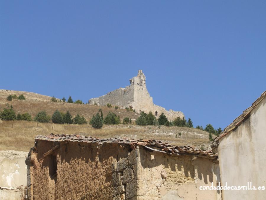Castillo de Castrojeriz desde el pueblo