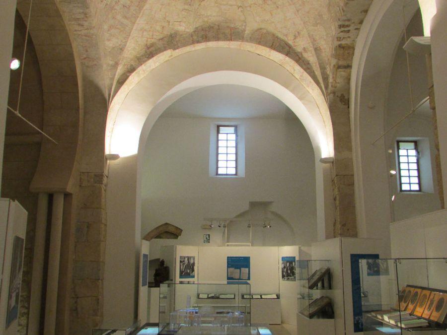 Interior de la iglesia de San Salvador de Palat del Rey